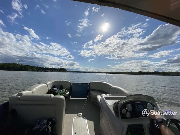 Rent a Starcraft Marine pontoon in Charlotte, NC near me
