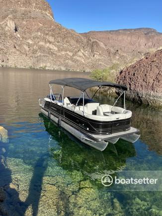 Rent a Starcraft Marine pontoon in Willow Beach, AZ near me