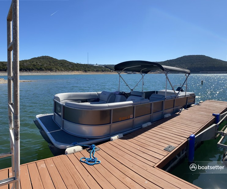 Rent a ENCORE BENTLEY pontoon in Leander, TX near me