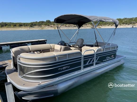 Rent a SUN TRACKER pontoon in Lago Vista, TX near me