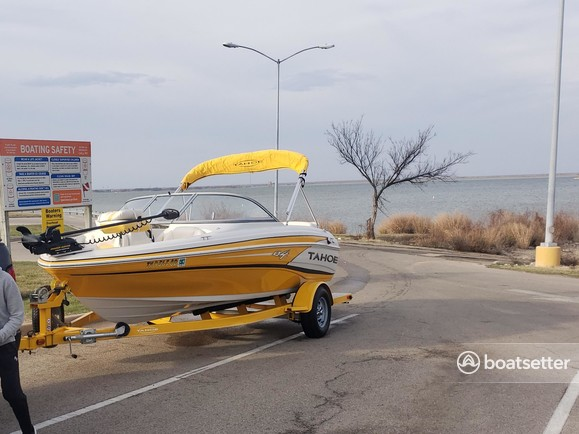 Rent a Tahoe by Tracker Marine fish and ski in Arlington, TX near me