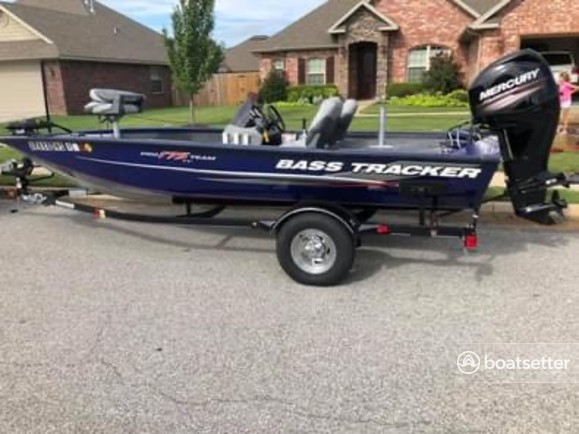 Rent a Tracker by Tracker Marine bass boat in Centerton, AR near me