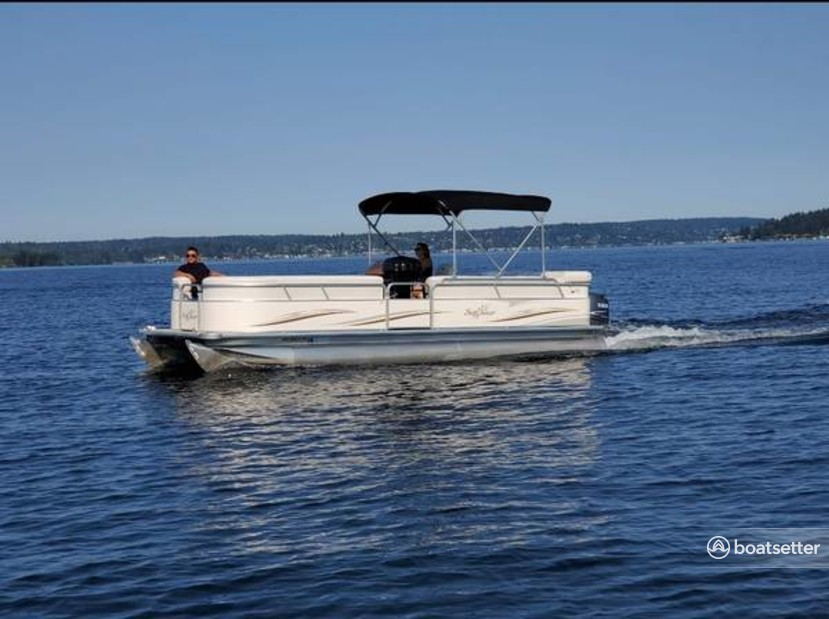 Rent a SunChaser by Smoker Craft pontoon in Seattle, WA near me