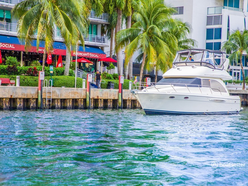 Rent a Meridian Yachts motor yacht in Miami, FL near me
