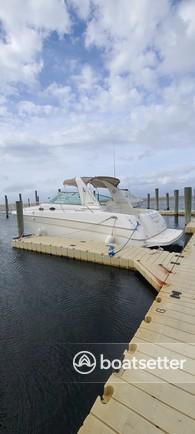 Rent a Sea Ray Boats cruiser in Lindenhurst, NY near me