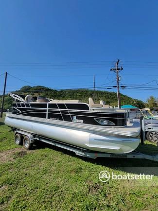 Rent a SILVER WAVE pontoon in Canyon Lake, TX near me