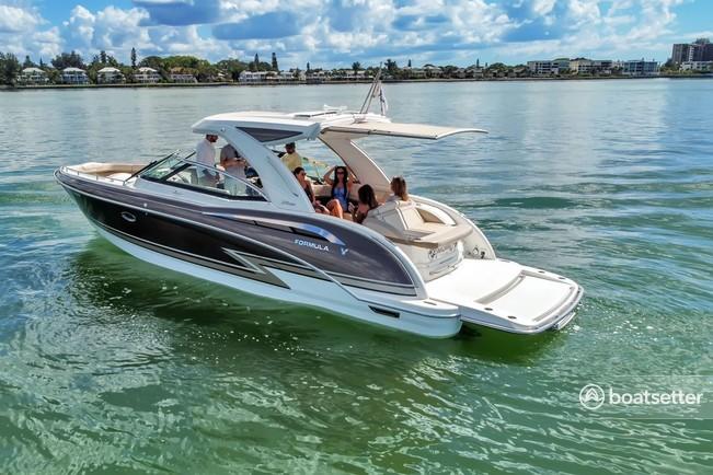 Rent a FORMULA BY THUNDERBIRD motor yacht in Sarasota, FL near me